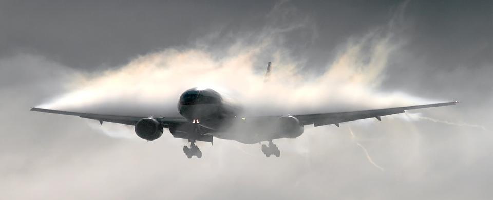 Delta Airlines Landing Dublin Condensation