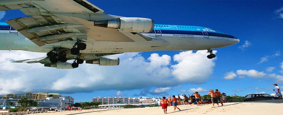 KLM Boeing 747 landing on the beach